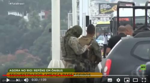 """بالفيديو ..  لحظة """"قنص"""" مسلح برازيلي احتجز عشرات الرهائن"""