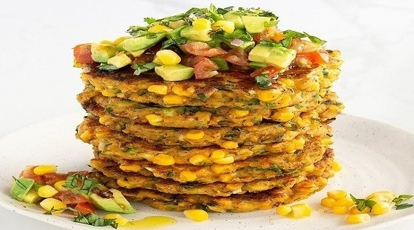 خبيرة تشارك وصفة فطائر الذرة والكوسا المغذية