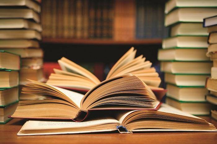 حكم اخراج الزكاة على شكل كتب