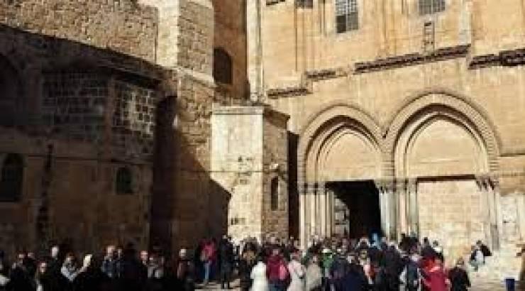 كنيسة القيامة تُعيد فتح أبوابها