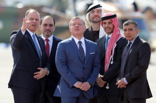 بالصور.. الاشقاء الخمسة في استقبال الملك سلمان
