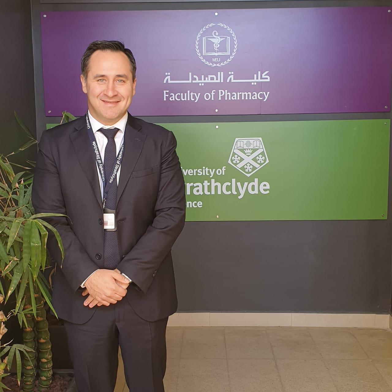 """اختيار عميد صيدلة """"الشرق الأوسط"""" كمحرر مشارك لمجلة Pharmacy Education العالمية"""