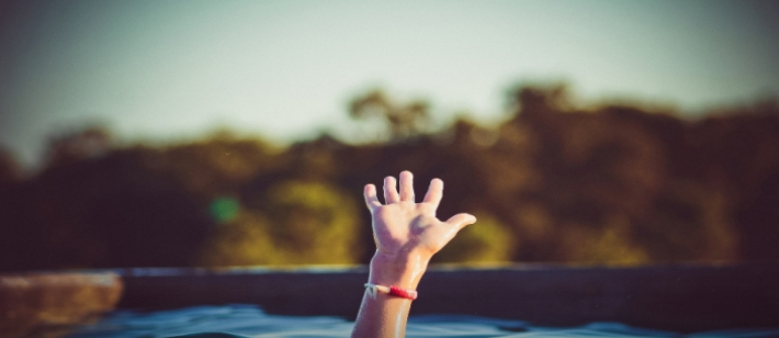 وفاة طفل غرقًا في مسبح بطولكرم