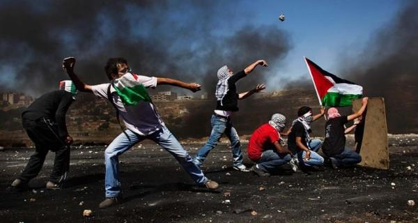 مواجهات بين الفلسطينيين وقوات الاحتلال في مخيم العروب شمال الخليل