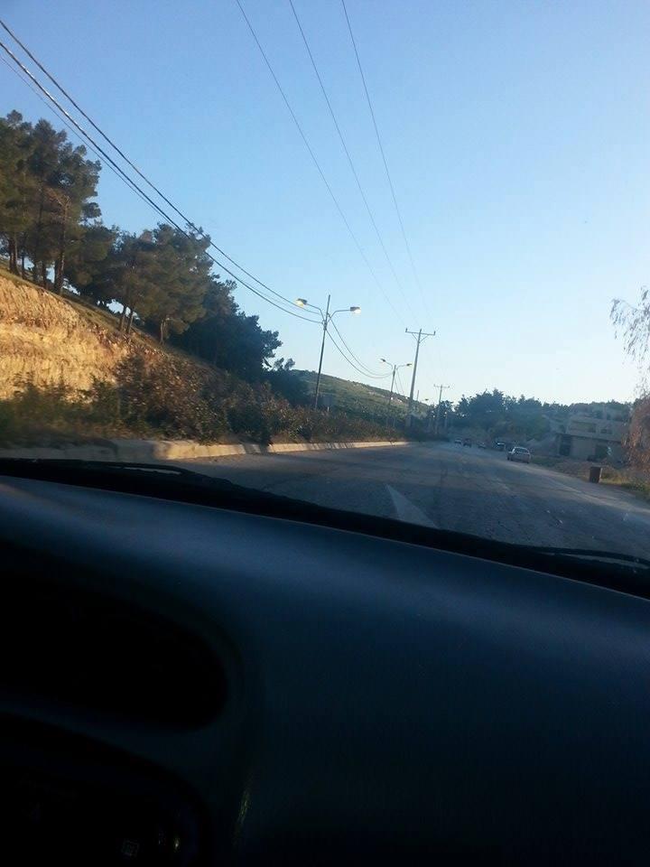 شكاوى  .. طريق اربد عمان مضاءة بغير وقتها
