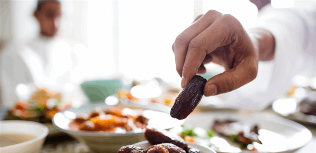 مشروب سحري لمنع العطش والجوع في رمضان ..  مكوناته موجودة بكل مطبخ!
