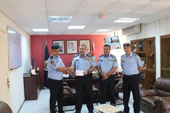 مدير الأمن العام يكرم الرقيب علاء الطراونة تقديرا لشجاعته وجديته