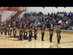 طالبات مدرسة يتعاملن ببراعة مع موقف مُحرج أثناء «عرض راقص»