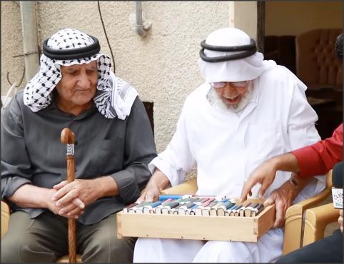 بالفيديو .. الحج مصطفى يكتب مذكراته من عام 1956 لليوم