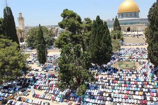 ردا على الاحتلال ..  إغلاق مساجد القدس وصلاة العيد في الأقصى