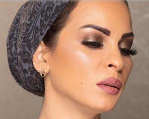 والدة حلا الترك تثير الجدل: هل تخلت عن الحجاب؟