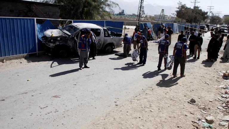 بالفيديو  ..  5 قتلى و13 جريحا بانفجار قرب مسجد أثناء صلاة الجمعة في باكستان