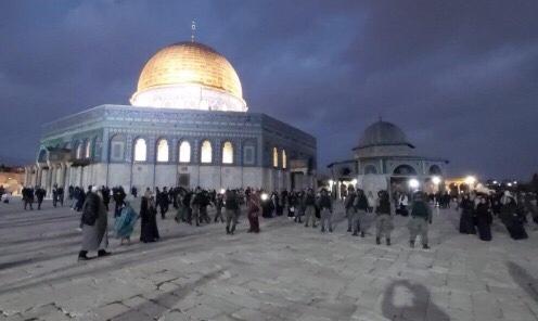 شرطة الاحتلال تقتحم الأقصى وتعتدي على المصلين بوحشية