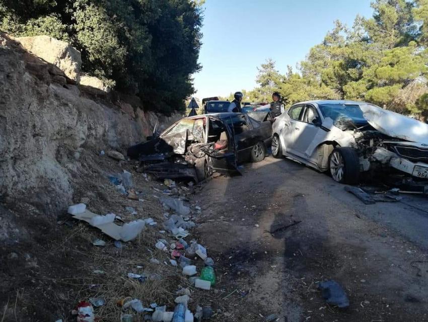 وفاة و6 اصابات بتصادم مركبتين في جرش  .. صور