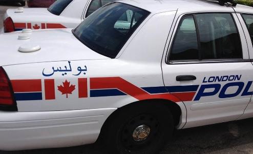شرطة كندا توضح سبب كتابة كلمة بوليس بالعربية على سيارات الشرطة لديها