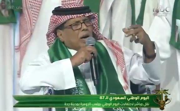 بالفيديو ..  أبو بكر سالم يغني على كرسي متحرك