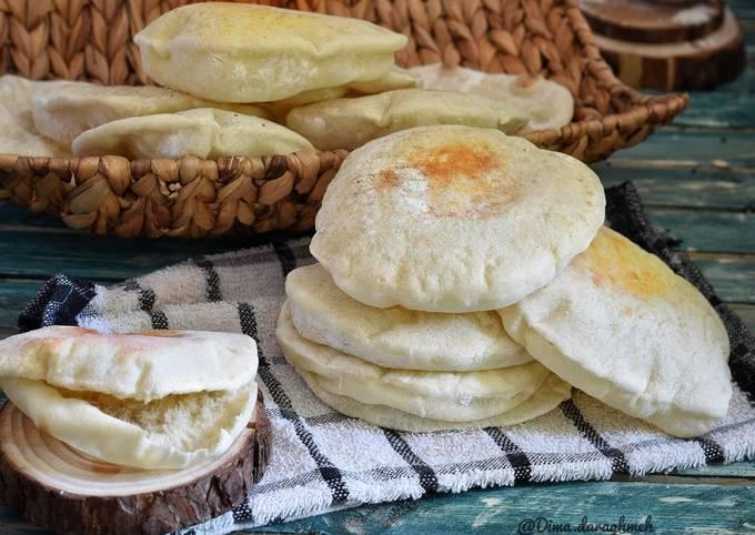 طريقة عمل الخبز الكماج الفلسطيني على الخبازة  ..  فيديو