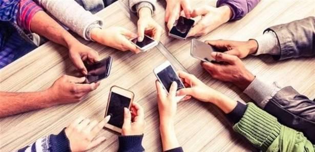 دراسة جديدة ..  لهذا السبب لا يغيّر المستخدمون هواتفهم الذكية!