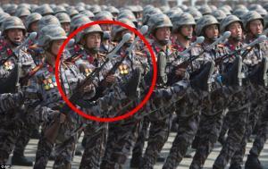 بالصور .. شاهد كيف استخدمت كوريا أسلحة وهمية ودمى بعرضها العسكري