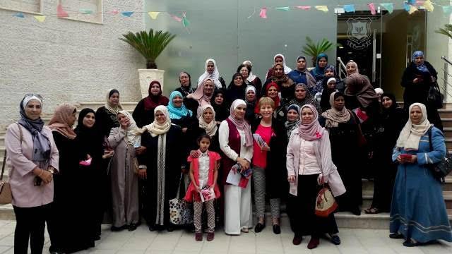 """حملة توعوية لكلية التمريض بجامعة عمان الاهلية حول سرطان الثدي بعنوان """"صحتك أولويتنا """""""