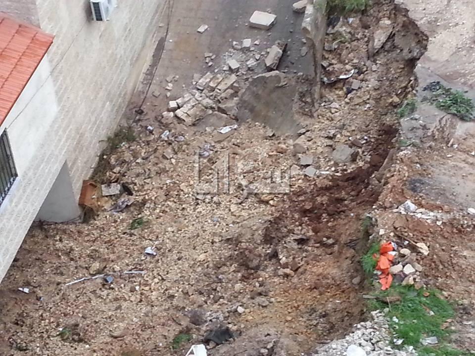 بالصور .. زيف تحضيرات بلتاجي تعرض مواطنين للخطر والعناية الالهية تحميهم اثر انهيار جدار