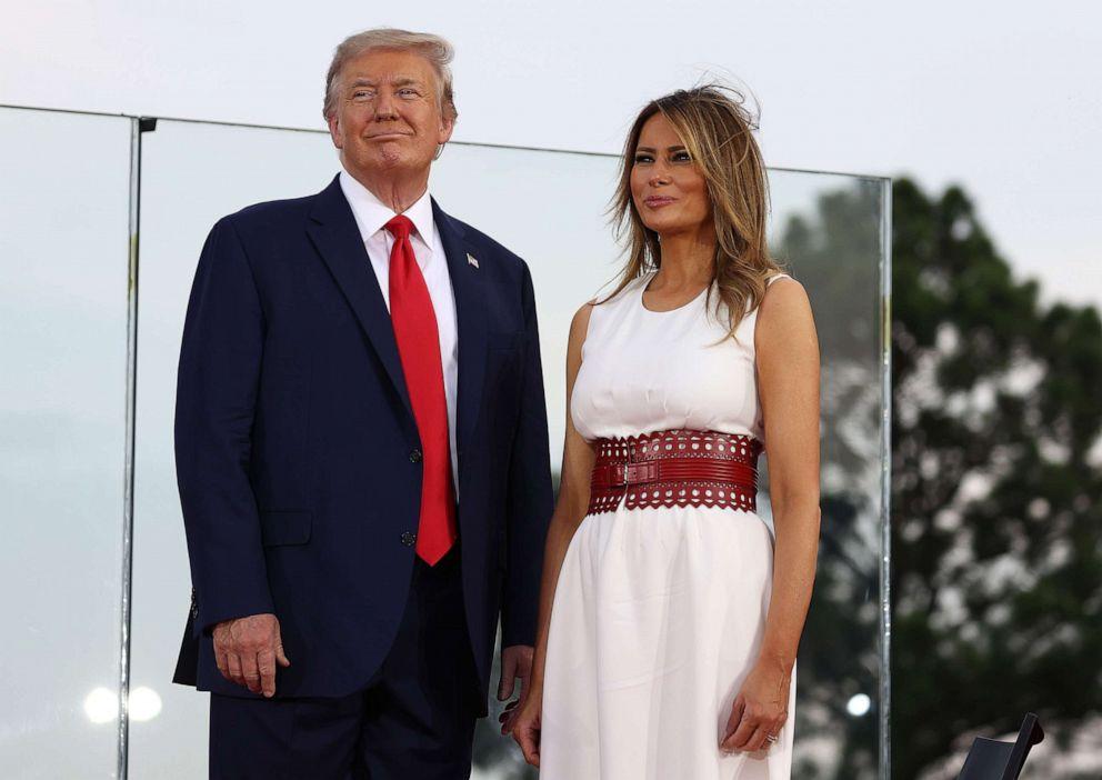 شاهدوا و احكموا  ..  هل غيٌرت ميلانيا ترامب مظهرها لتصبح أكثر جدية بعد تولي زوجها الرئاسة؟