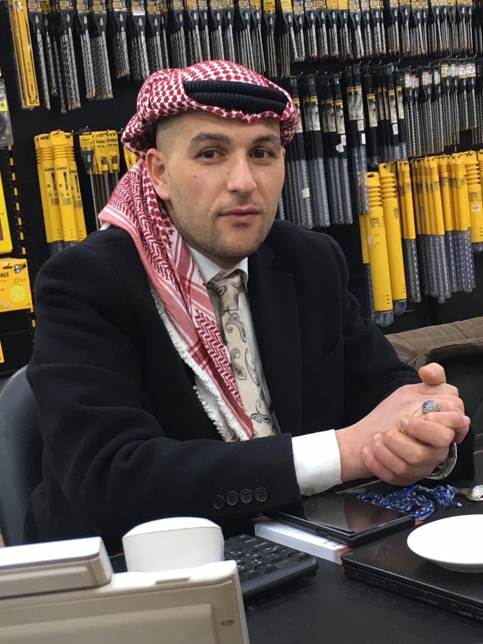 علاء البشيتي ..  رجل أعمال طموحه سبق عمره