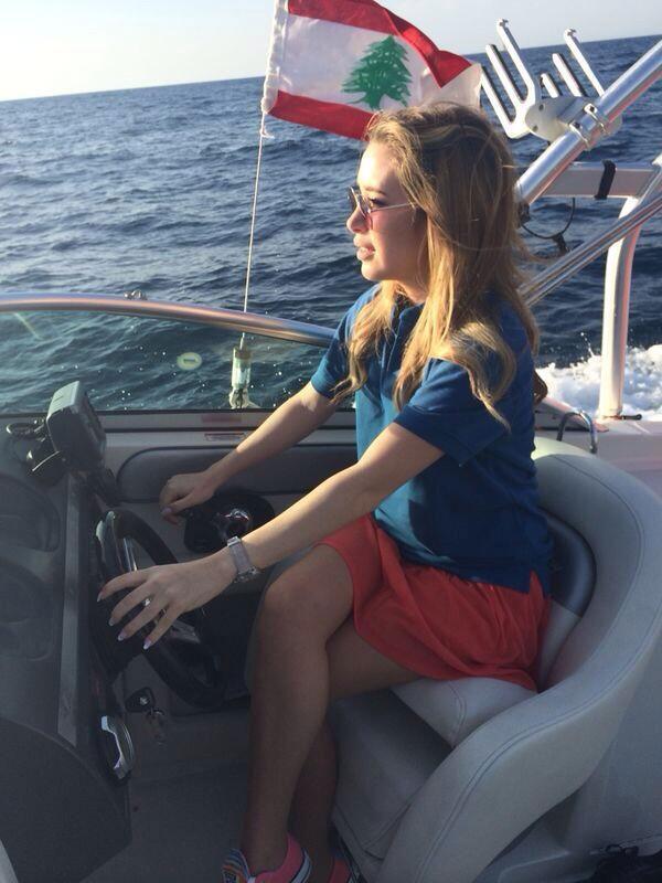 صور الفنانة اللبنانية سابين تستعرض مهارتها في قيادة يخت بحري 2014 image.php?token=3afe5dca91893ee7cfd2e9db87edd5dd&size=