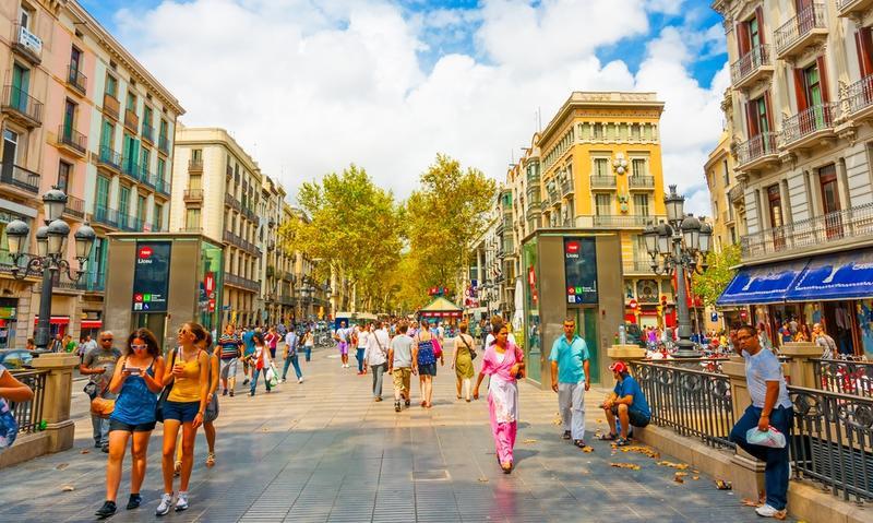 """بالصور ..  سياحة التسوق: يوم في شارع """"لا رامبلا"""" ببرشلونة"""