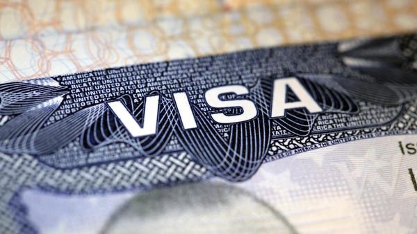 أزمة دبلوماسية  ..  امريكا توقف منح التأشيرات للأتراك و تركيا ترد عليها بالمثل بوقفها عن الامريكان