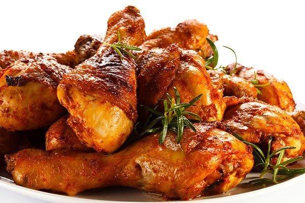 إليكِ طريقة تحضير صينية أفخاذ الدجاج بالباربكيو الشهية