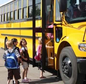 نظام معدِّل لترخيص النقل المدرسي بالصفة الخصوصيّة