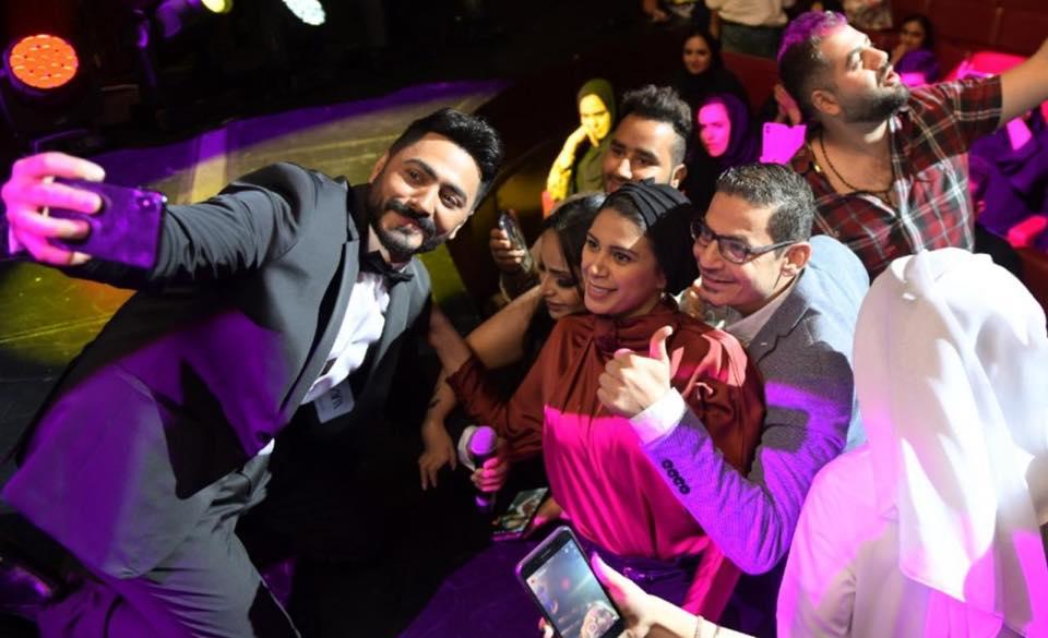 بالصور ..  تامر حسني يتألق ويشعل حفل أوبرا دبي بحضور جماهيري كبير