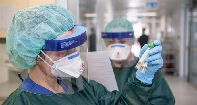 «الصحة العالمية» تحقق في إمكانية انتقال «كورونا» عبر الهواء