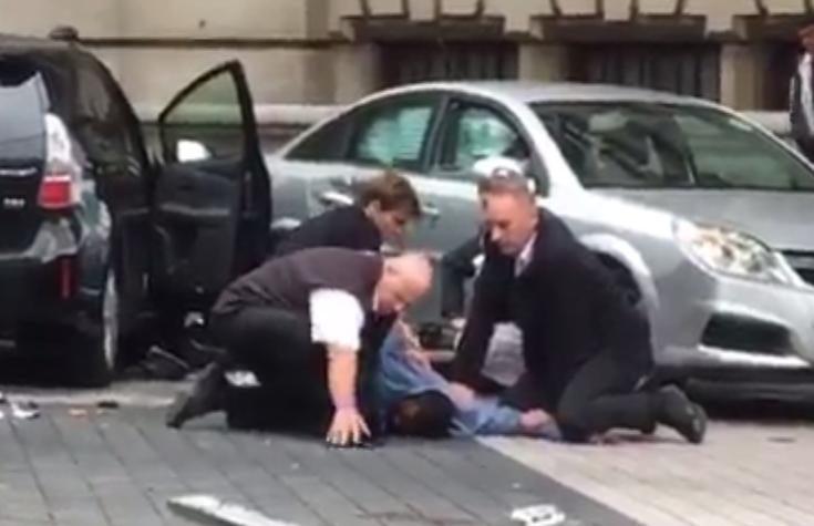 بالفيديو ..  شاهد اللقطات الأولى لاعتقال منفذ حادثة الدهس قرب متحف التاريخ الطبيعي وسط لندن