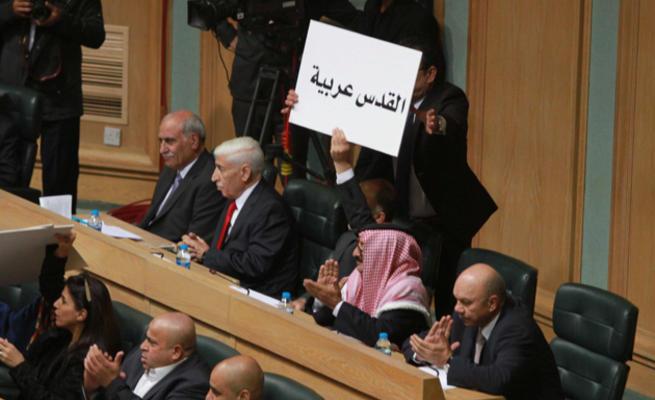 """""""القدس"""" تحضر في جلسة النواب (صور)"""