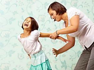 الحبس 3 سنوات لسيدة عذّبت ابنتها القاصر بشدة