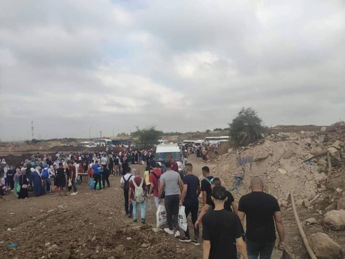نشطاء يستهجنون إغلاق الضفة في ظل زحف الأهالي للداخل