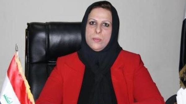 نائبة عراقية تضرب زميلها بالحذاء تحت قبة البرلمان