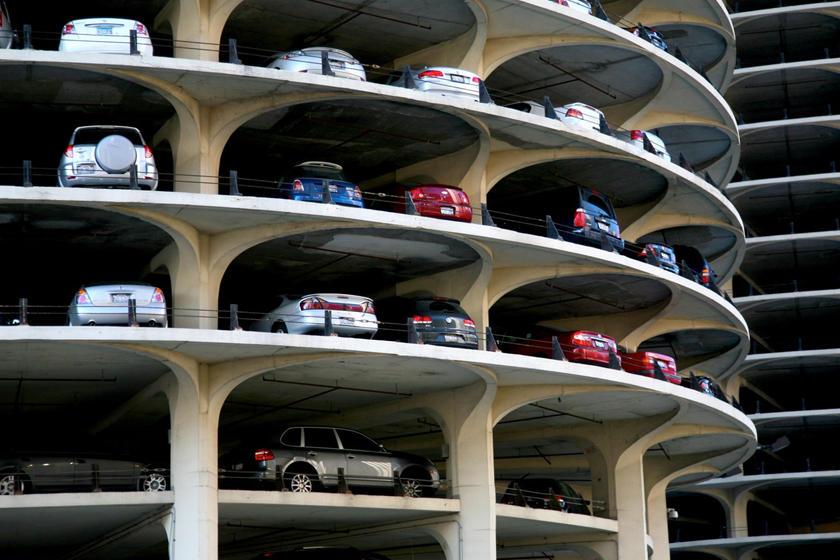 بالصور ..  أروع صالات وقوف سيارات في العالم من الداخل والخارج