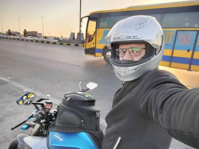 بدراجة كهربائية ..  الرحالة المصري علي عبده يبدأ مشوار لقطع 1000 كم خلال يوم واحد