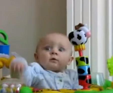بالفيديو .. مقاطع اطفال مضحكة