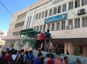 بالصور .. اعتصام طلاب الفرع الصناعي امام مديرية تربية الزرقاء الاولى