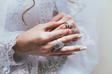 متزوجة منذ 3 سنوات ولم أرى زوجي إلا أسبوع