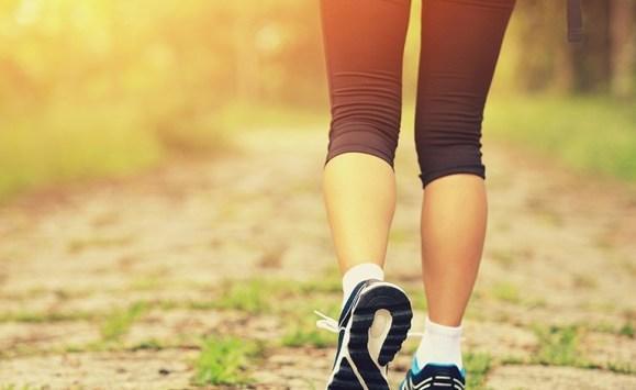 ماذا يحدث لجسمك عند المشي كل يوم؟