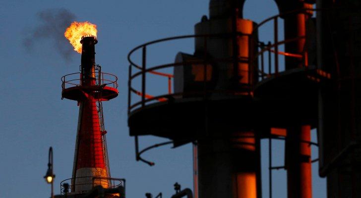 النفط يعود للارتفاع