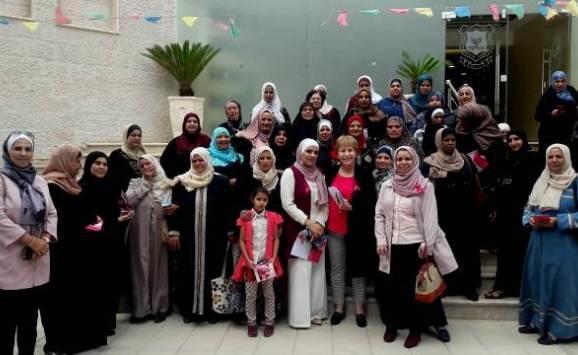 حملة توعوية بسرطان الثدي في (عمان الأهلية)