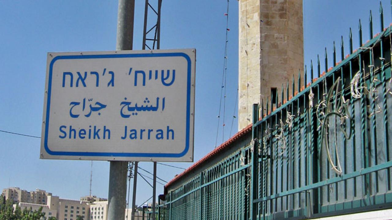 مستوطنون يعتدون على أهالي حي الشيخ جراح