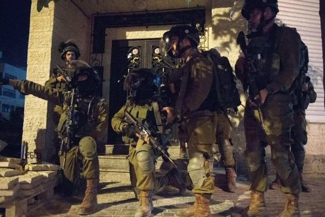 مداهمات واعتقالات للاحتلال بالضفّة