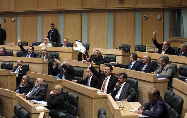 """8 نواب يرفضون المشاركة بالحرب ضد """"داعش"""""""
